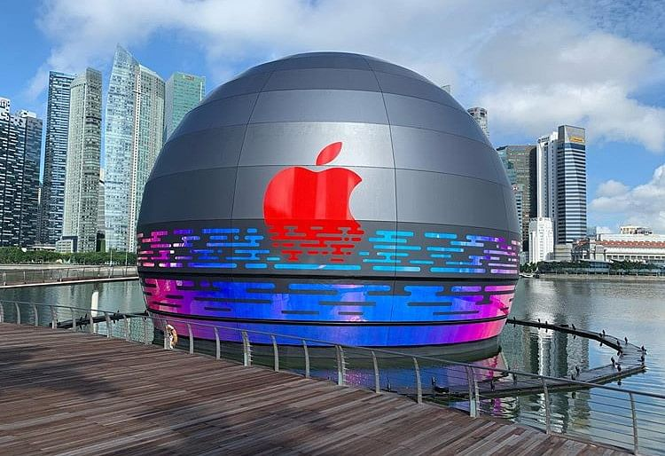 floating mobile store apple singapore