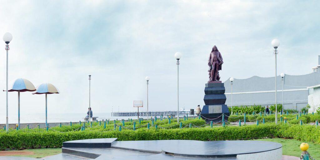 pondicherry tourism hotel dupleix statue