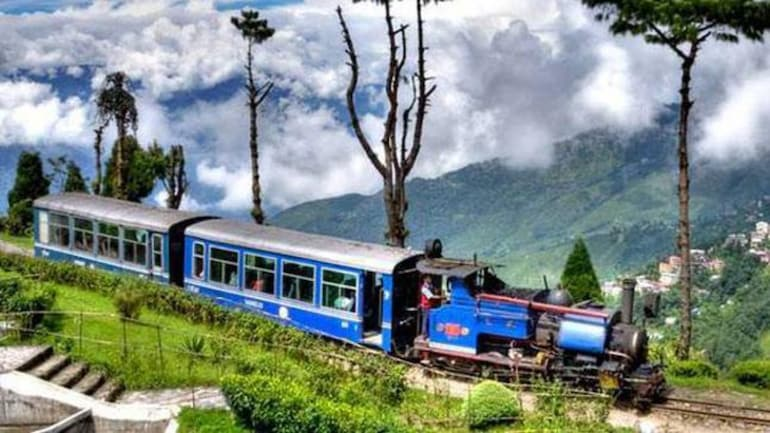 darjeeling himalayan railway india tourism